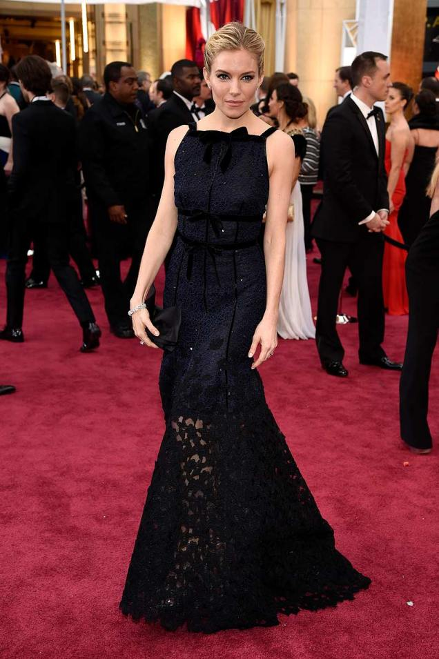 Sienna Miller in Peter Copping for Oscar de la Renta  at the 87th Annual Academy Awards // 2015 Oscars Red Carpet