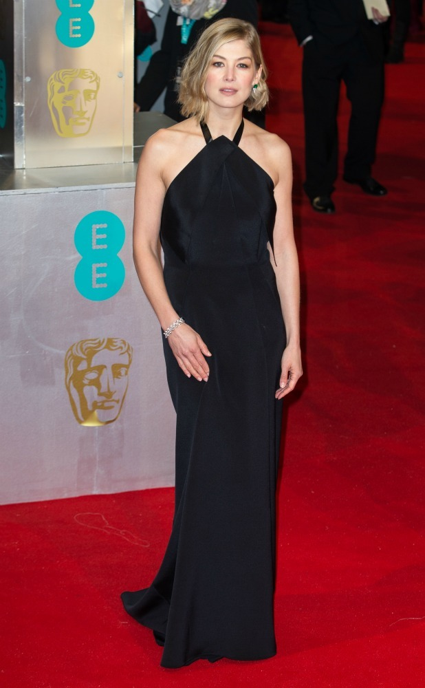 2015 BAFTAs Red Carpet Rosamund Pike