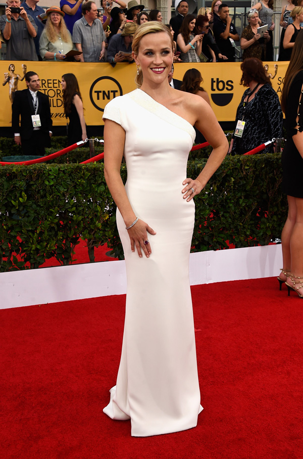 Reese Witherspoon in Armani at the 2015 SAG Awards