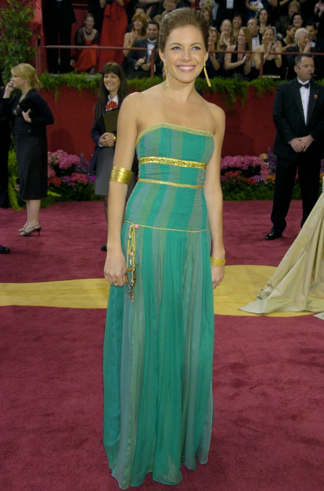Sienna Miller in Matthew Williamson at the 2004 Academy Awards (Oscars)
